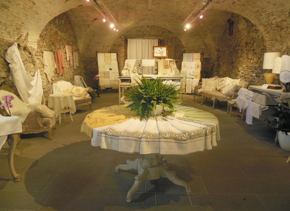 Io ricamo tu ricami noi ricamiamo museo dei bozzetti for Emanuela marchesini arredatrice